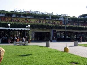L'aeroporto di Pisa dall'esterno