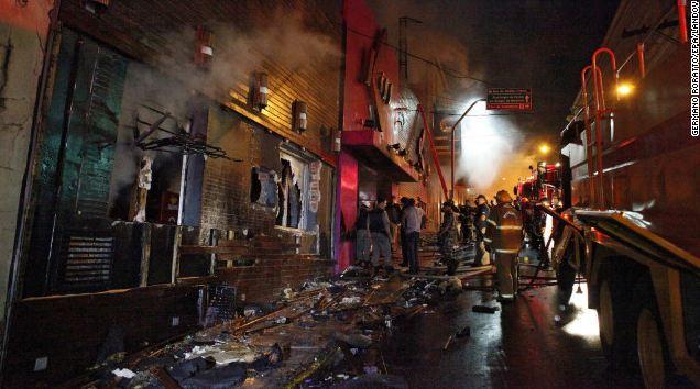 Tragedia incendio discoteca in Brasile. 250 morti