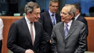 Mario Draghi insieme al ministro Padoan