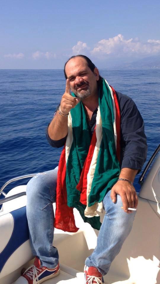 Emiliano Mandarino durante uno dei suoi messaggi al popolo italiano