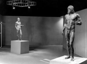 I Bronzi di Riace esposti al Museo Archeologico di Firenze dopo la fine dei lavori di restauro nel 1980. Ansa