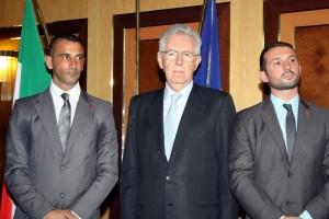 TRADITORE - Mario Monti con Massimiliano Latorre e Salvatore Girone