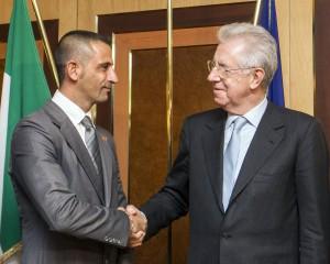 Mario Monti con Massimiliano Latorre AP/Carconi