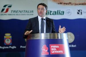 Matteo Renzi alla Fiera-del Levante a Bari (foto Ansa/Turi)
