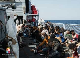 migranti soccorsi dalla Guardia Costiera