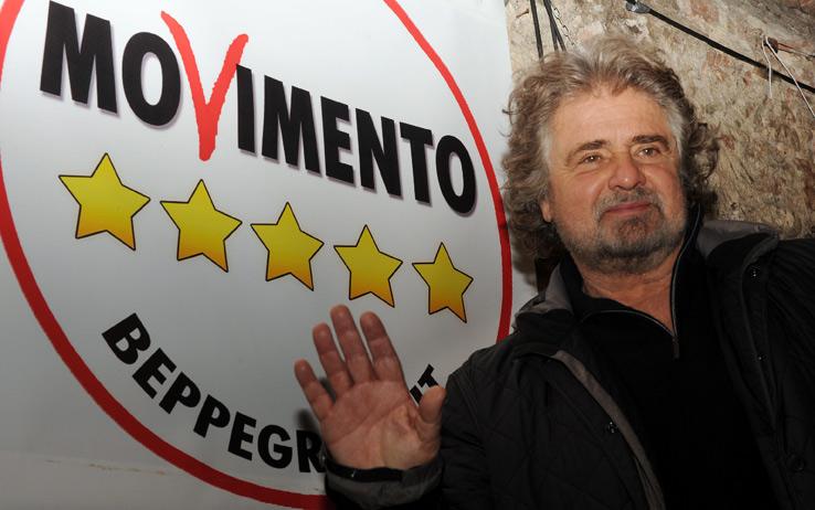 """Beppe Grillo rompe tabù su migranti: """"Vanno respinti e mandati a casa"""""""