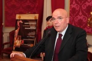 Il candidato governatore del centrosinistra Mario Oliverio
