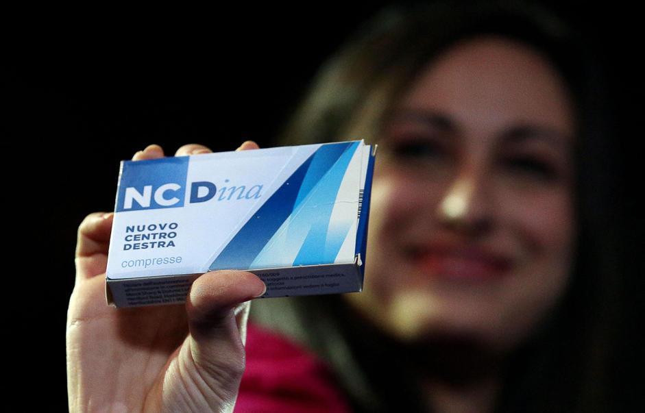 """Rosanna Scopelliti mostra la nuova medicina """"NCDina"""" alla prima convention del Nuovo Centro Destra, Roma, 7 dicembre 2013. (photo Ansa/Di Meo)"""