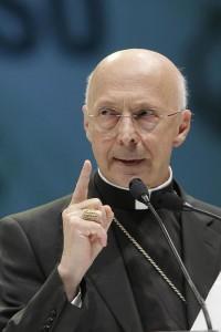 Il cardinale Angelo Bagnasco, presidente della Cei (photo Ansa/Lami)
