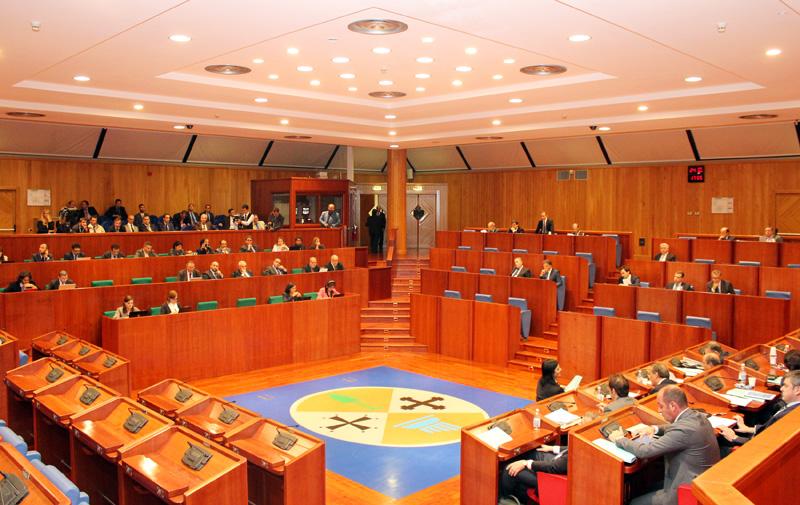 Calabria ufficio di presidenza scontro tra pd e forza for Ufficio di presidenza