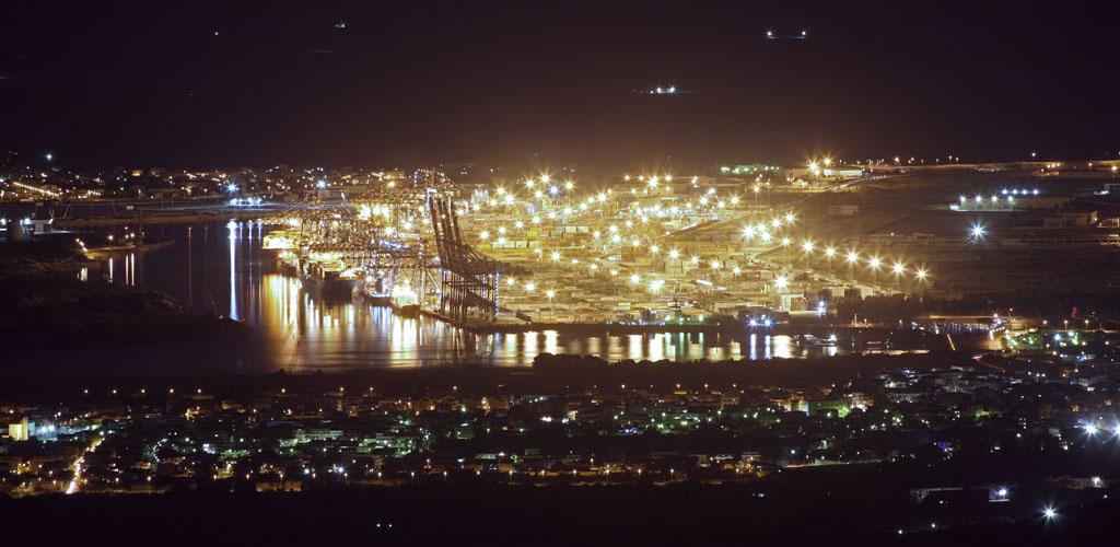 Panoramica notturna del Porto di Gioia Tauro