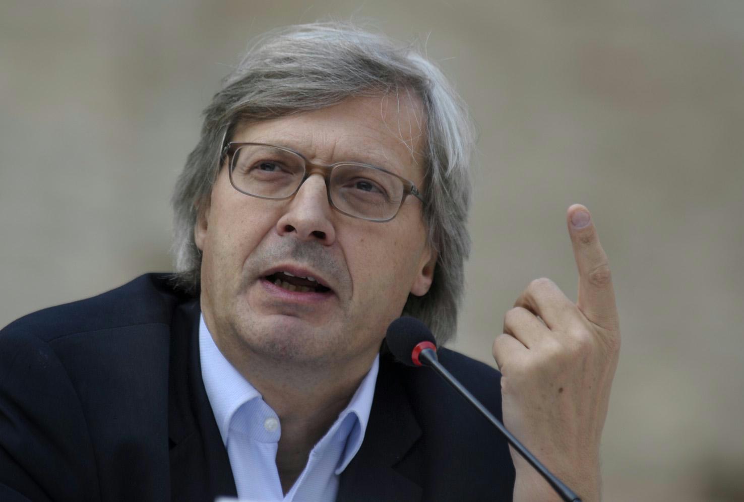 """Bronzi, gaffe di Sgarbi: """"Calabria non è in Italia"""""""