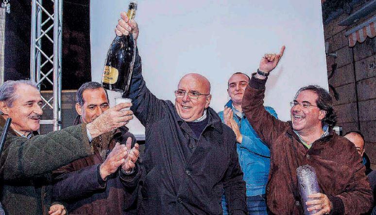 Oliverio festeggia Commistioni in Calabria