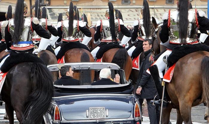 Mattarella lascia Altare Patria sale su Lancia Flaminia