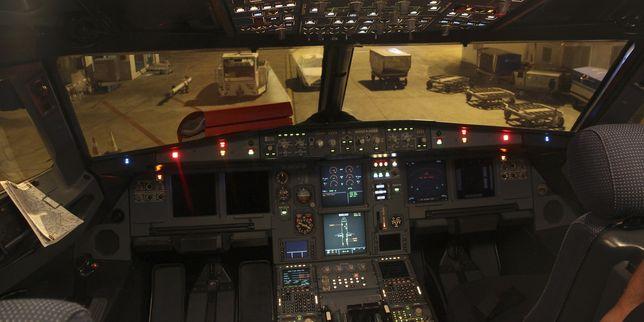 Il cockpit (cabina di pilotaggio) di un Airbus 320