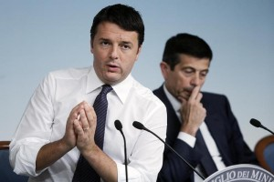 Matteo Renzi, sullo sfondo Maurizio Lupi (Ansa)