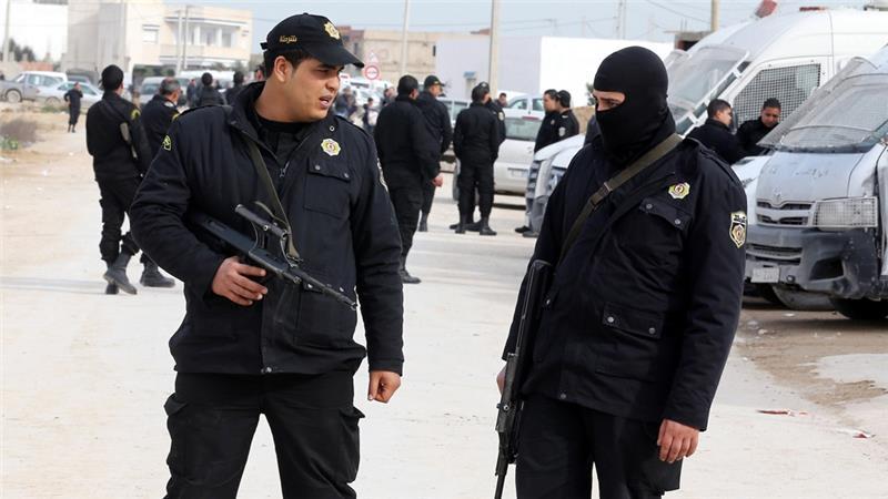 Terrore in Tunisia, Militari tunisini vigilano davanti al museo di Tunisi
