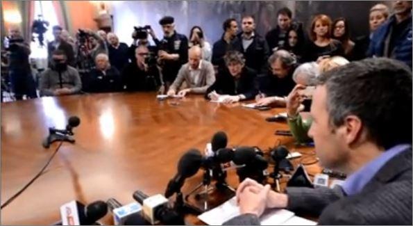 Flavio Tosi durante la conferenza stampa