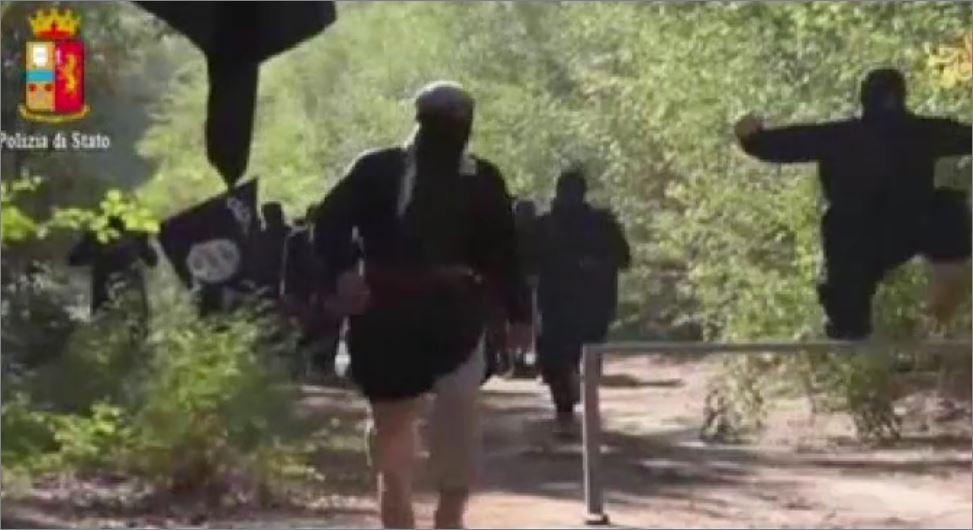 Un fotogramma del video della Polizia di Brescia addestramento isis