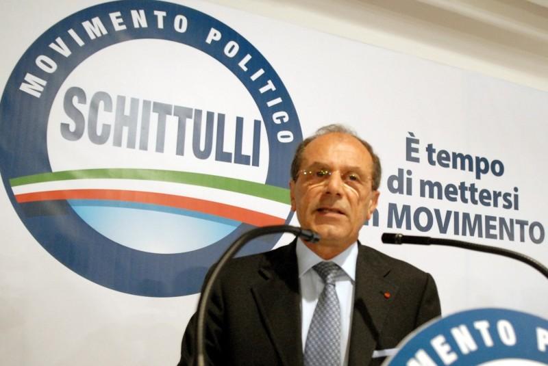 Il medico oncologo Francesco Schittulli Forza Italia candidato del centrodestra in Puglia