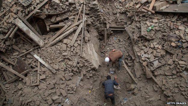 Tra le macerie del terremoto in Nepal