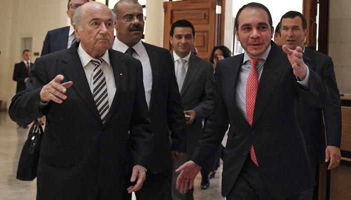 Blatter e a destra lo sfidante Ali Bin Al Hussein