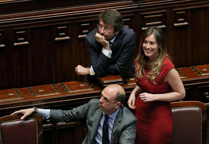 I ministri Alfano, Franceschini e Boschi in alla Camera durante le dichiarazioni di voto sulla legge elettorale Italicum, Roma, 4 maggio 2015.