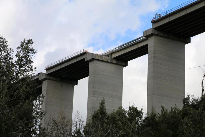Il viadotto Italia dove è avvenuto il crollo che ha spaccato l'Italia in due