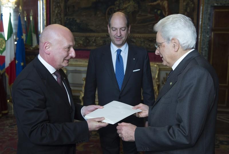 L'ambasciatore polacco in Italia Tomasz Orłowski con il capo dello Stato Sergio Mattarella