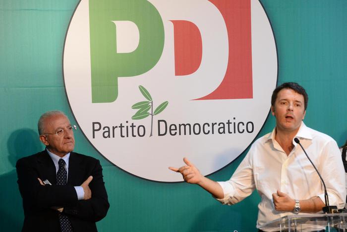 Matteo Renzi in Campania insieme a Vincenzo De Luca al comizio di Salerno
