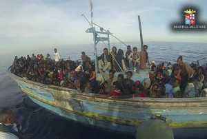 Approdata a Reggio Calabria nave norvegese con 950 migranti