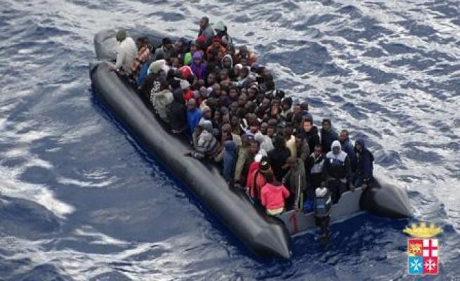 Migranti su un gommone