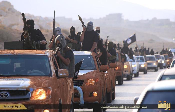 """Una delle foto del lungo convoglio di pickup con a bordo uomini armati e incappucciati e bandiere nere dell'Isis, pubblicate da un sito jihadista, El Minbar, con il titolo """"Dimostrazione dell'esercito dello Stato islamico nello stato di Barqa"""", nome arabo della Cirenaica, la regione orientale della Libia, Il Cairo, 17 Novembre 2014.      ANSA / WEB/ EL MINBAR  ++ NO TV NO SALES EDITORIAL USE ONLY ++Una delle foto del lungo convoglio di pickup con a bordo uomini armati e incappucciati e bandiere nere dell'Isis, pubblicate da un sito jihadista, El Minbar, con il titolo """"Dimostrazione dell'esercito dello Stato islamico nello stato di Barqa"""", nome arabo della Cirenaica, la regione orientale della Libia, Il Cairo, 17 Novembre 2014.      ANSA / WEB/ EL MINBAR  ++ NO TV NO SALES EDITORIAL USE ONLY ++"""