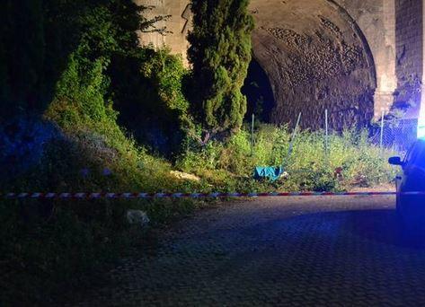 Il luogo sotto il ponte ad Ariccia dove sono stati ritrovati i corpi di madre e figlio