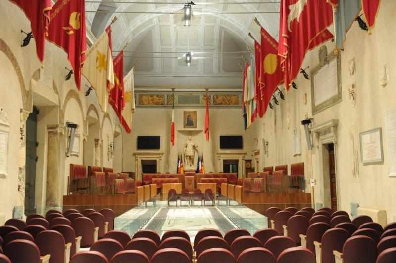 Appalti truccati per restauro Aula Giulio Cesare in Campidoglio a Roma . Nei guai Fabrizio Amore