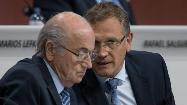 Il vice presidente Fifa Jerome Valcke con Sepp Blatter. (Getty Images)