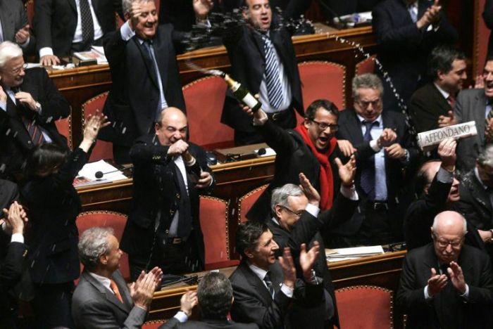 L'opposizione festeggia alla caduta del governo Prodi il 24 gennaio 2008
