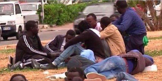 Profughi a Ventimiglia al confine Francia Italia