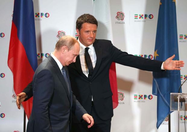 Renzi con Putin al bilaterale a Milano: Le sanzioni fanno male all'economia italiana
