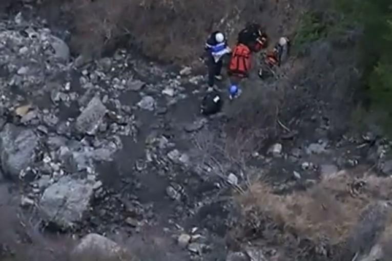 Un soccorritore vicino ai resti del Germanwings