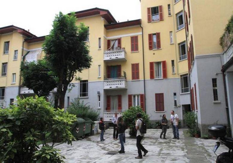 il cortile dove è stata ritrovata la testa mozzata della donna - Macabro omicidio a Milano