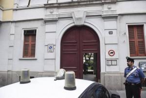 l'ingresso del condominio   di via Giovanni Antonio Madeo 33, zona dell'Ortica periferia di Milano