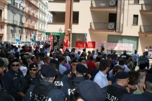 Il presidio Taranto contro il governatore Emiliano