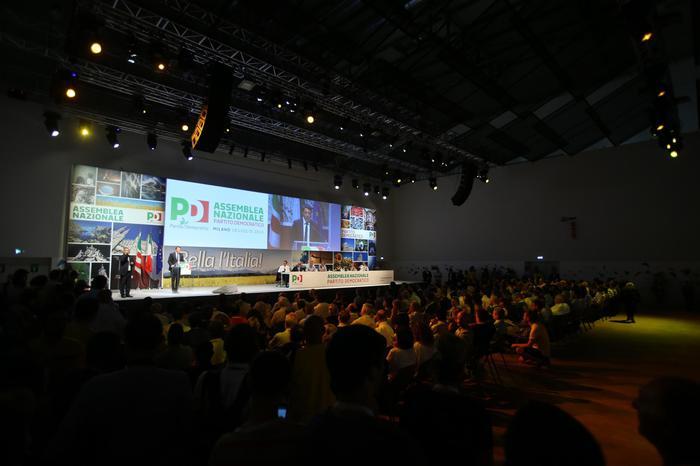 L'assemblea nazionale del Pd all'Expo di Milano ascolta l'intervento di Matteo Renzi- Faremo rivoluzione copernicana