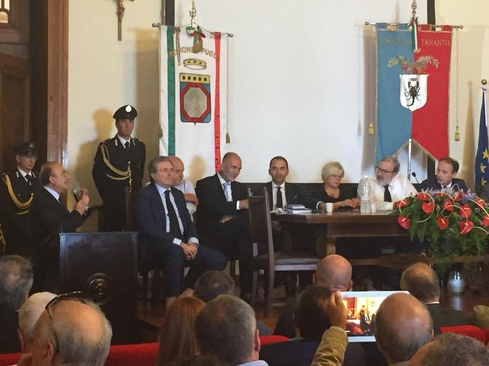 La riunione di Giunta a Taranto del governatore Emiliano