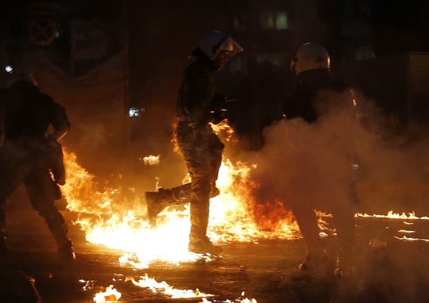 Scontri ad Atene tra polizia e manifestanti