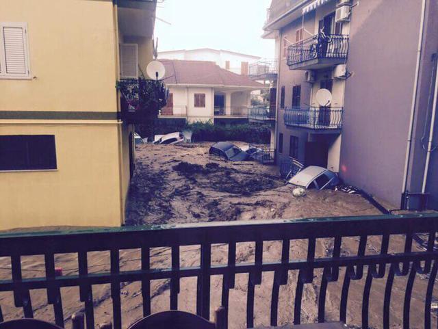 I danni causati dal nubifragio che si è abbattuto in Calabria, Rossano (Ansa/Questura Cosenza)