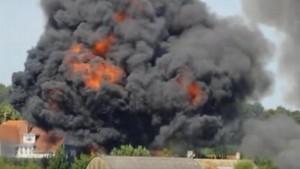 La palla di fuoco dopo l'incidente aereo in Gran Bretagna