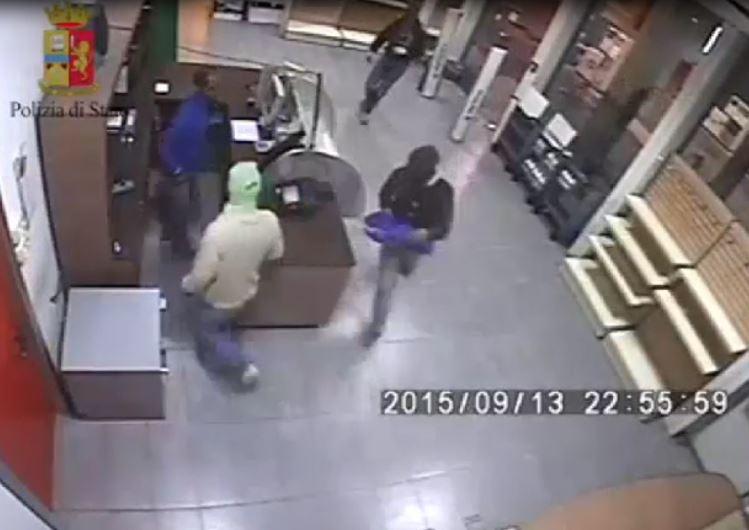 Arresto in diretta di 3 romeni a Foggia per rapine in aeree servizio auutostrada