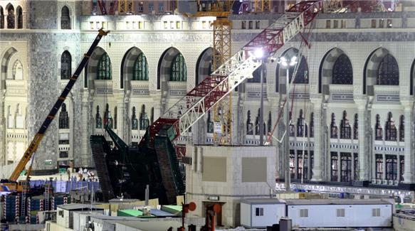 La gru caduta sulla Grande Moschea de La Mecca